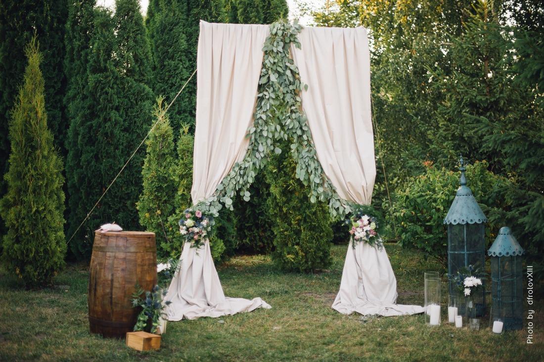 Unique Ceremony Backdrop