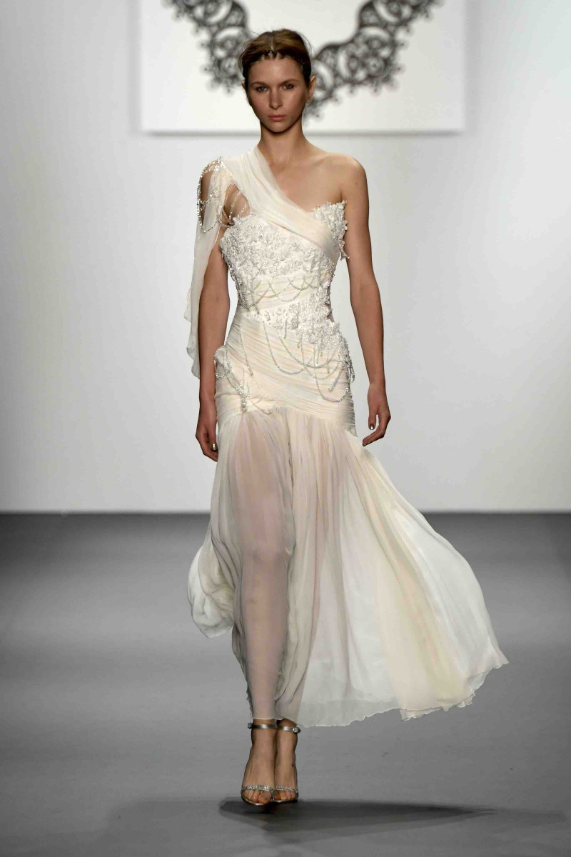 Lan yu spring summer 2017 collection the wedding guys with western structural designs her springsummer 2017 collection was her first ever to appear on the runway at new york international bridal week and junglespirit Choice Image
