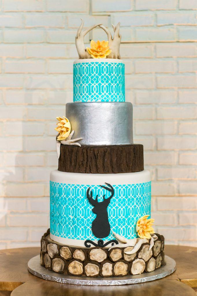 5-tier wedding cake with deer antlers and deer silhouette