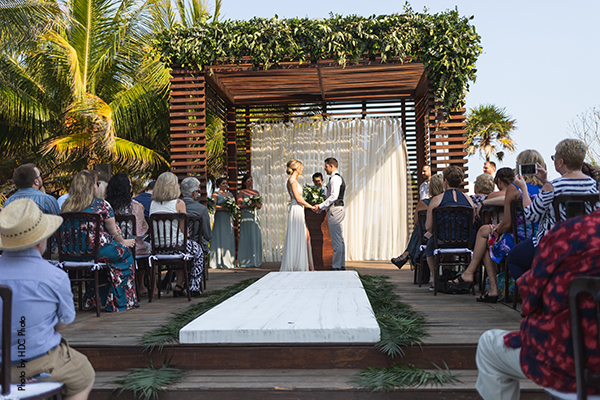 Couples marries at destination wedding in mexico