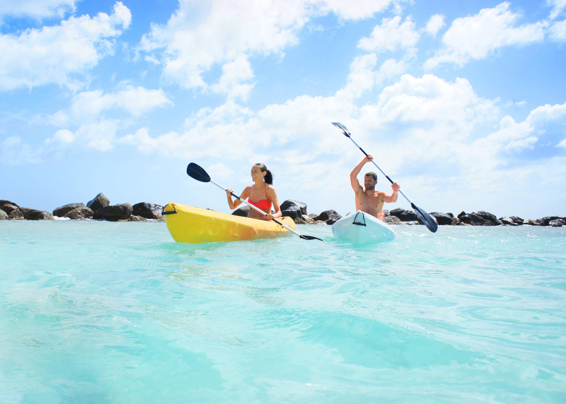 Couple kayaks in Aruba for honeymoon giveaway