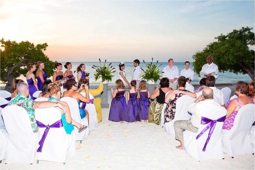 Couple gets married in Aruba