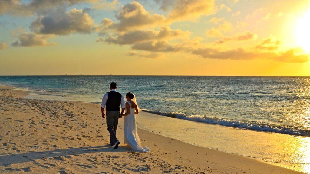 Couples marries in Aruba