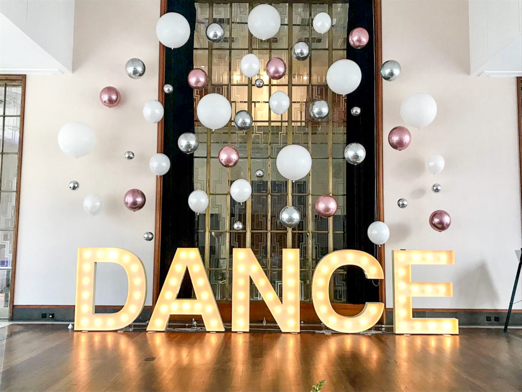 Balloons for wedding decor on the dancefloor