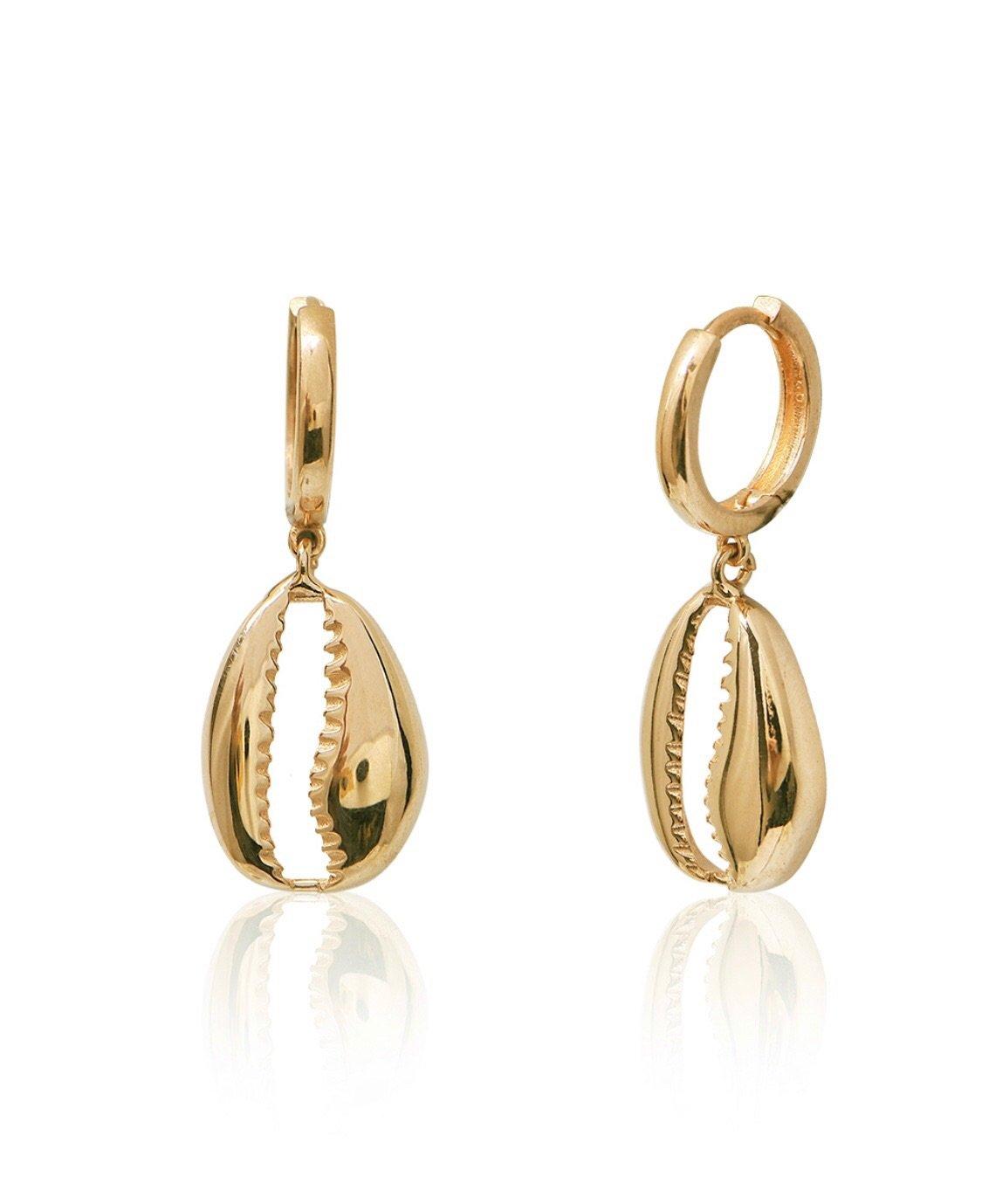 Sea shell gold earrings to wear on honeymoon