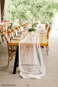 Simple and elegant Minnesota wedding table