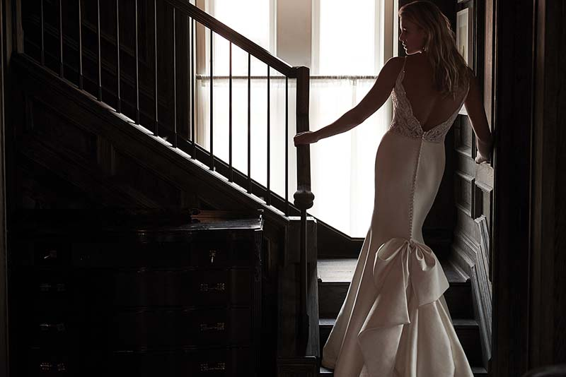 Bridal gown with bow in back
