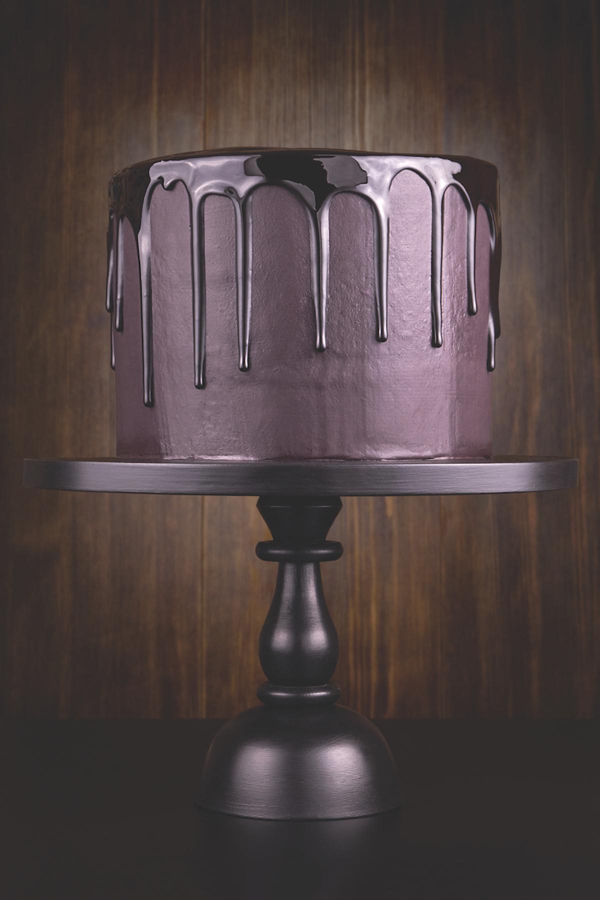Single-tier dark wedding cake