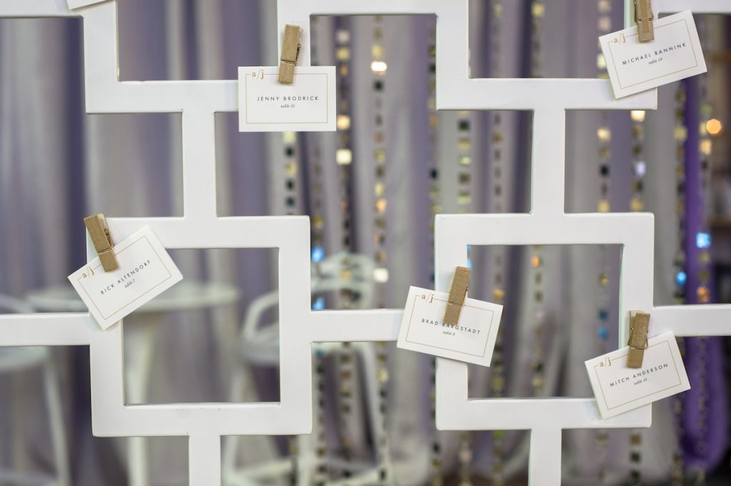 White modern place card display
