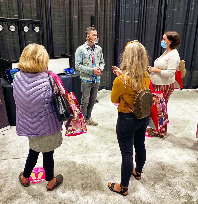 Vendor meets with brides at 2020 Twin Cities Bridal Show