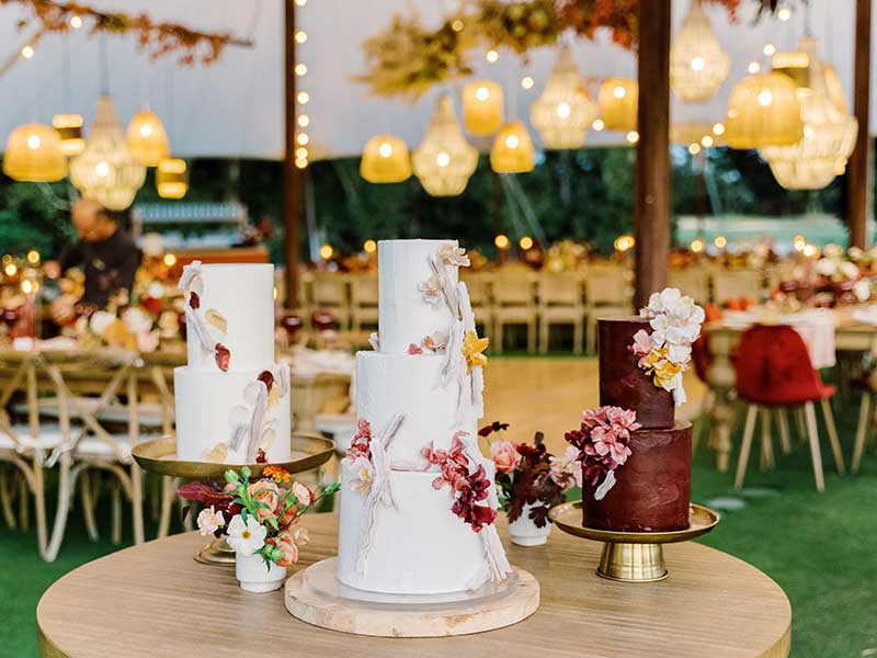 Maroon and gold fall wedding cakes by Hey There Cupcake
