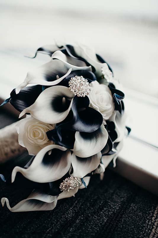 Black and white calla lily boquet