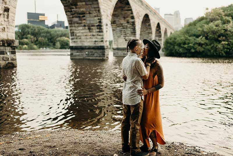 Couple takes engagement photo by the Stone Arch Bridge in MInneapolis