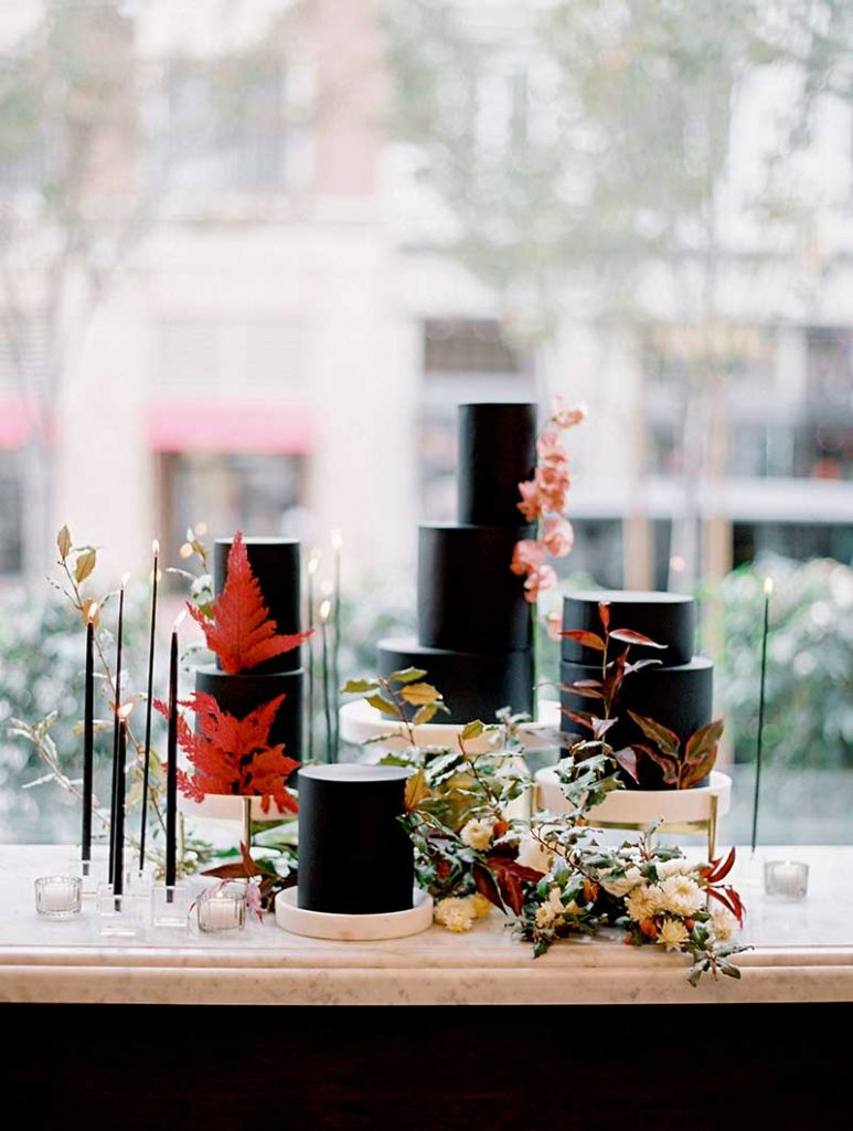 Black fall wedding cakes by Hey There Cupcake