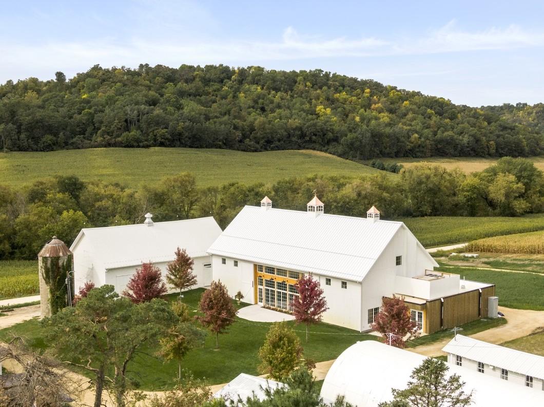 Willow Brooke Farm wedding venue in Minnesota