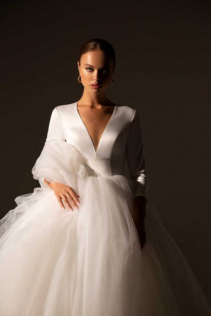 Low cut sleek ballgown with tulle skirt