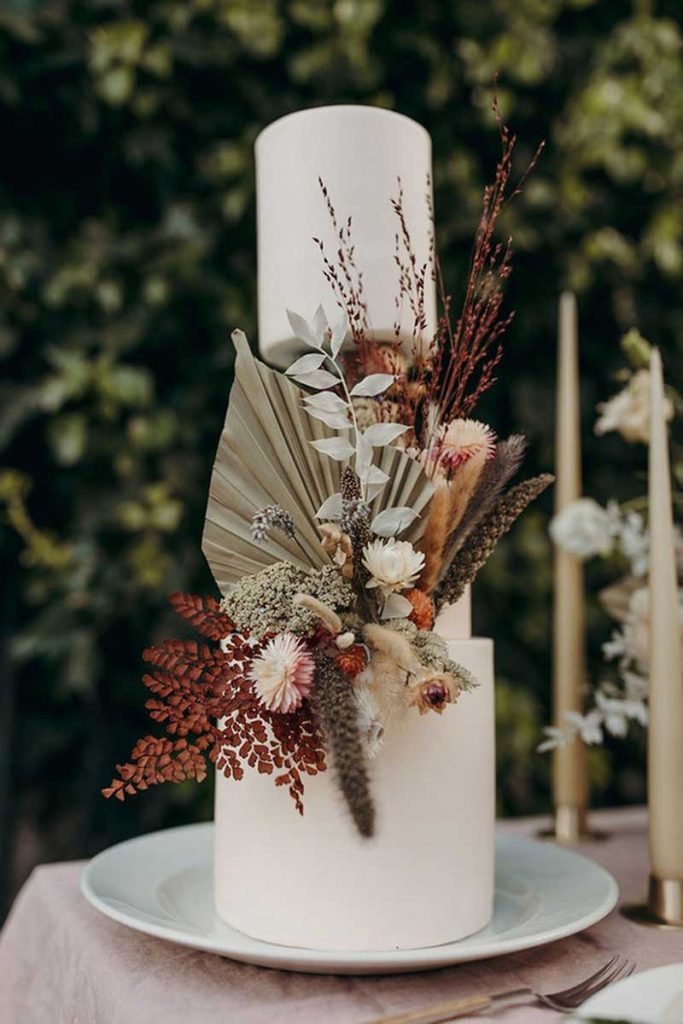 Fall wedding cake with dried flowers by Avant Garde Cake Studio