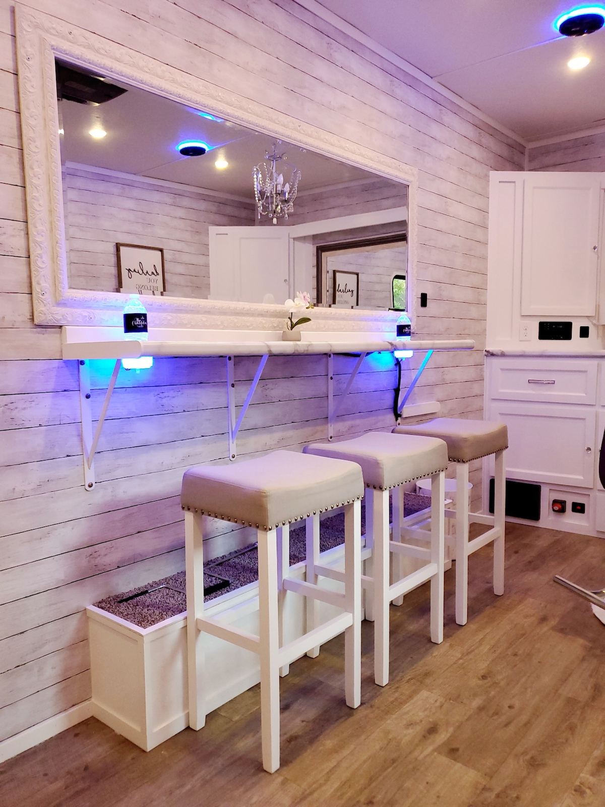 Mobile bridal suite with 3 countertop chairs and large mirror