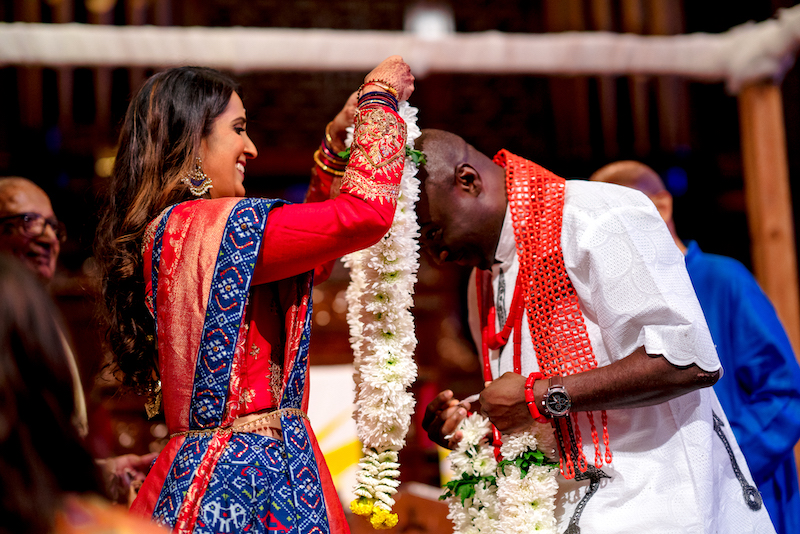 Bride places mangalsutra on groom