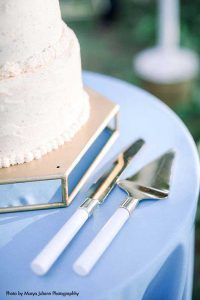 White and silver wedding cake serving utensils