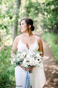 Light colored bridal bouquet