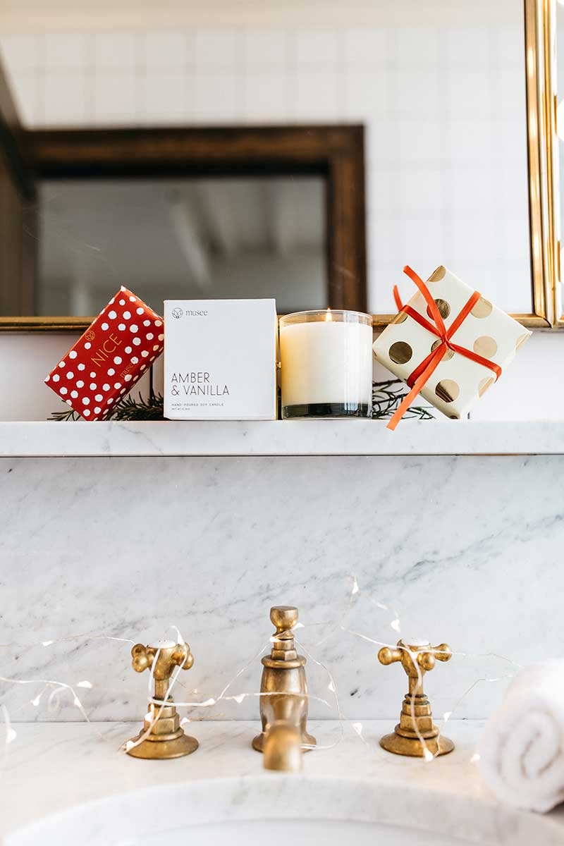 Best holiday gifts candle in bathroom