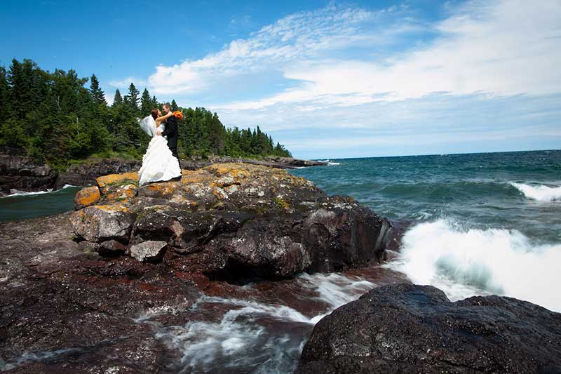 Couple marries at Bluefin Bay Northern Minnesota resort