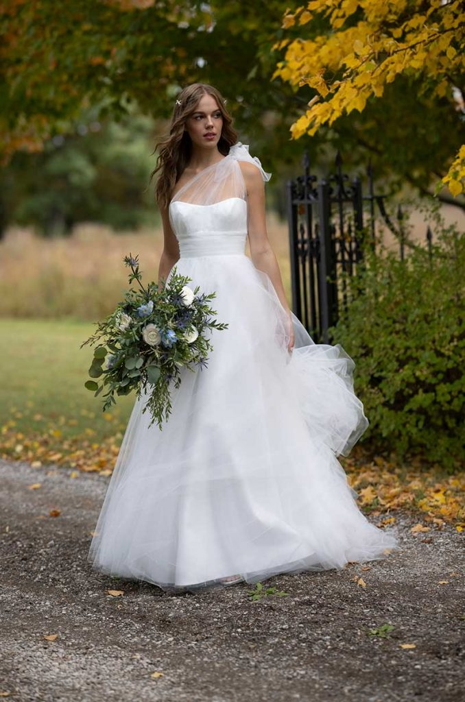 One-sleeve bridal gown