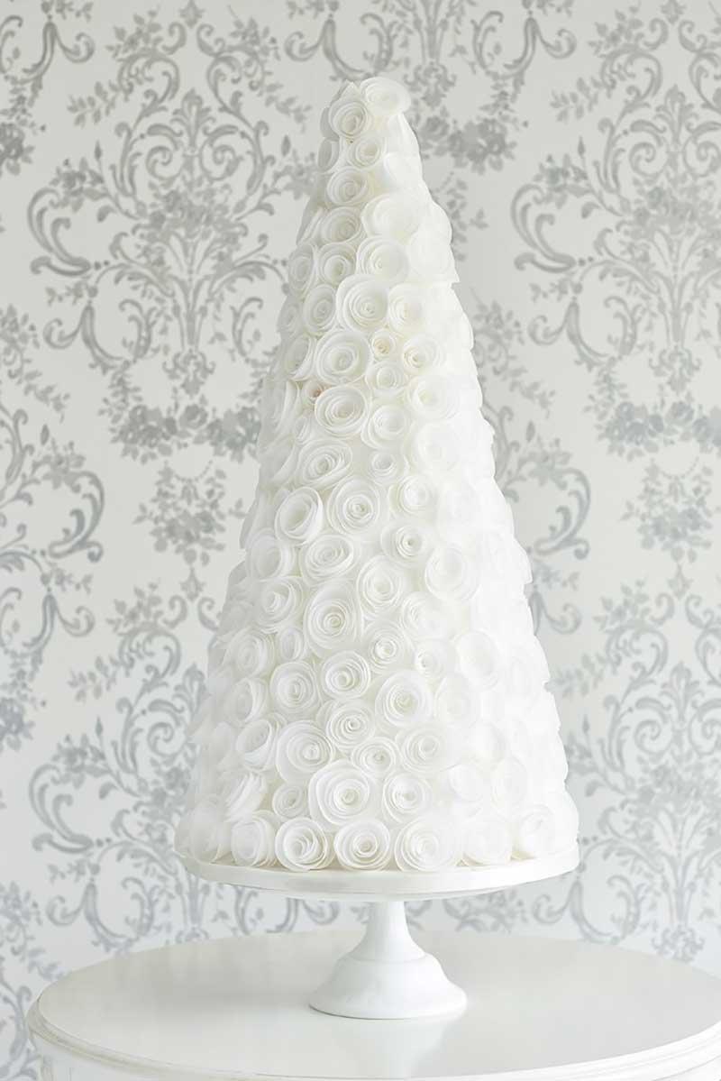Tree cake with ranunculus sugar flowers