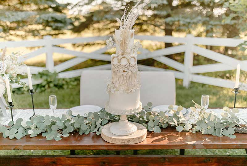 Boho wedding cake by Hey There, Cupcake