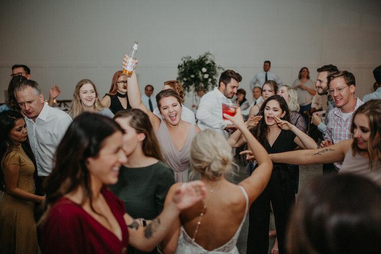 Crowd dances at Minnesota wedding reception