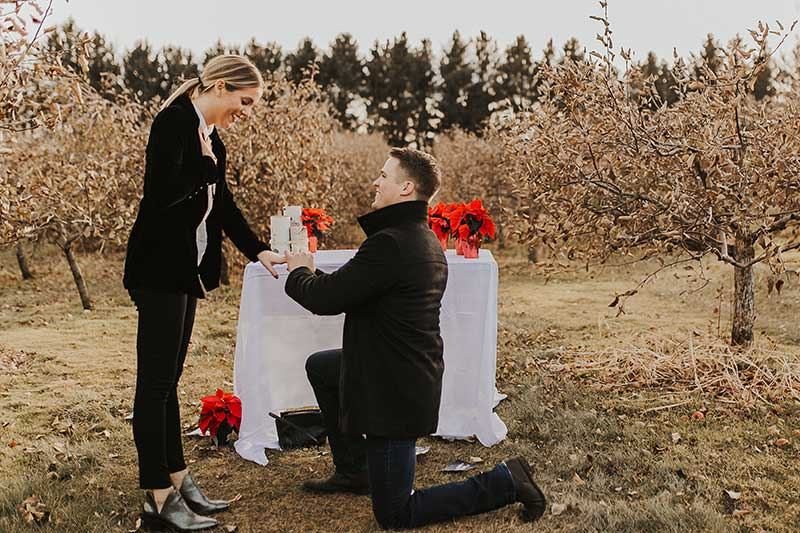 Man proposes to girlfriend in Minnesota