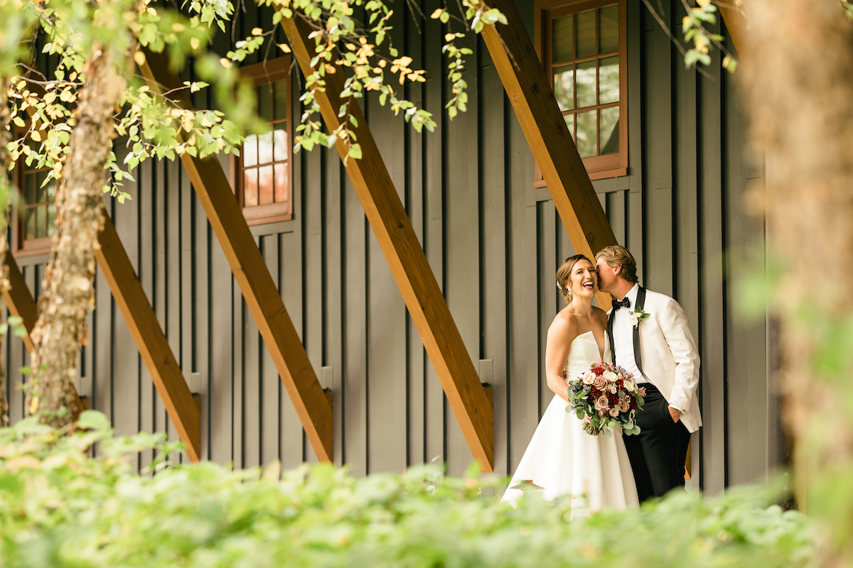 Couples marries at Hazeltine National Golf Club in Minnesota outdoor wedding