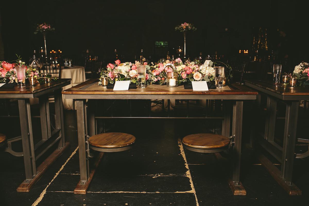 Wooden-Wedding-Sweetheart-Table