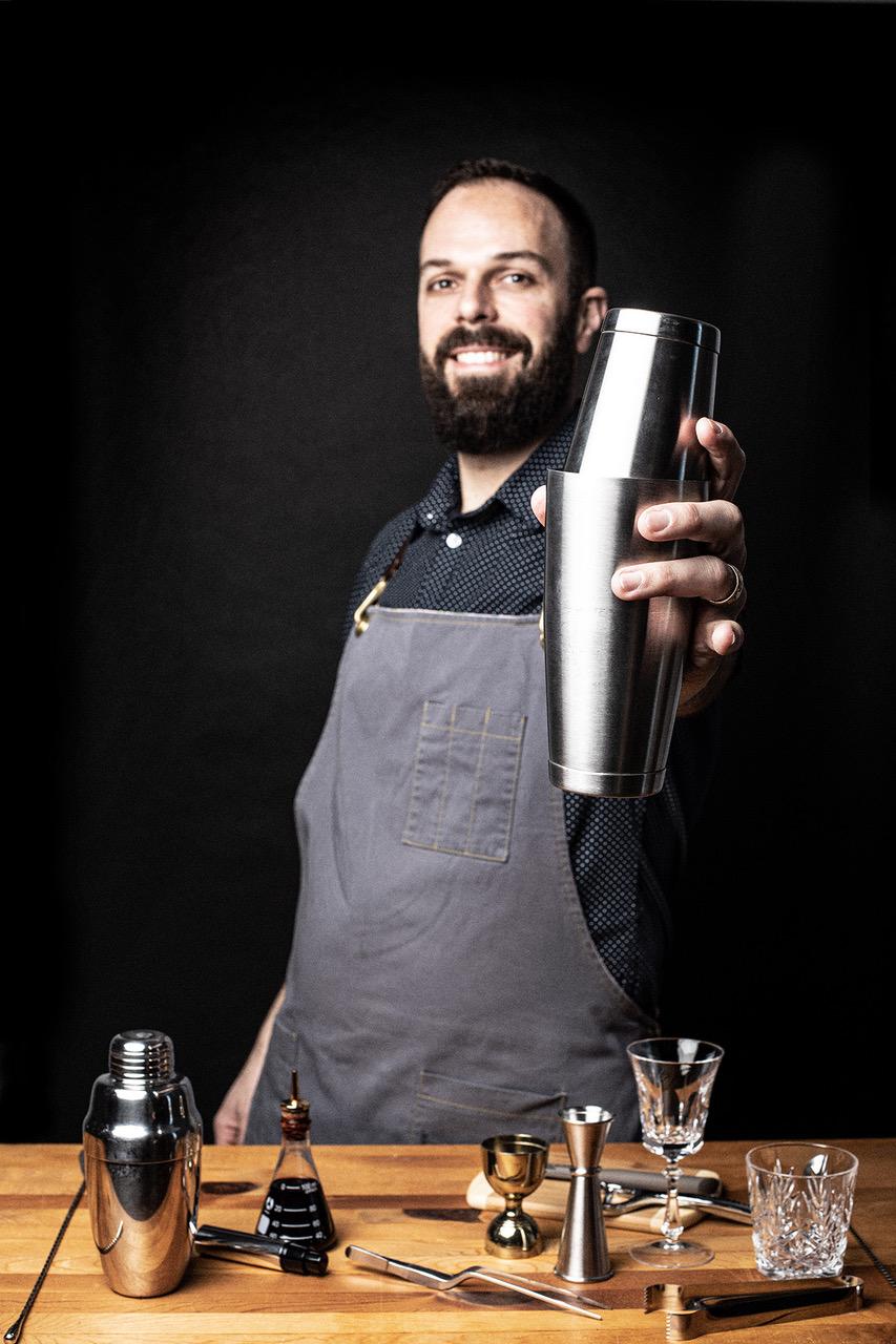 Bartender gives virtual bartending class