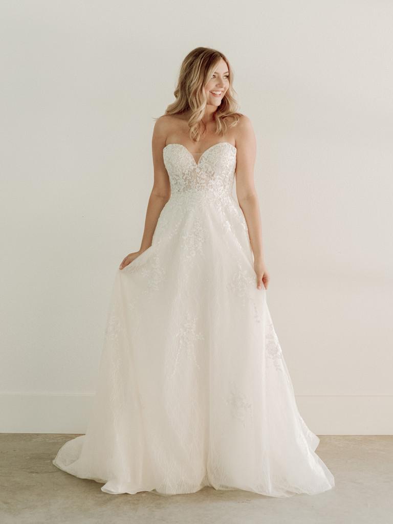Classic sweetheart neckline ballgown