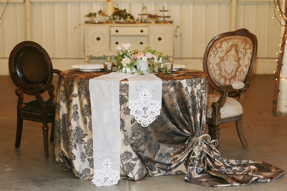 Rustic vintage sweetheart table