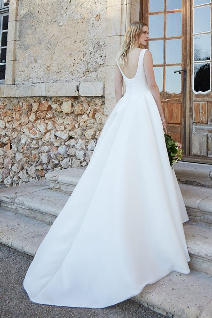 Silk organza square neck wedding dres