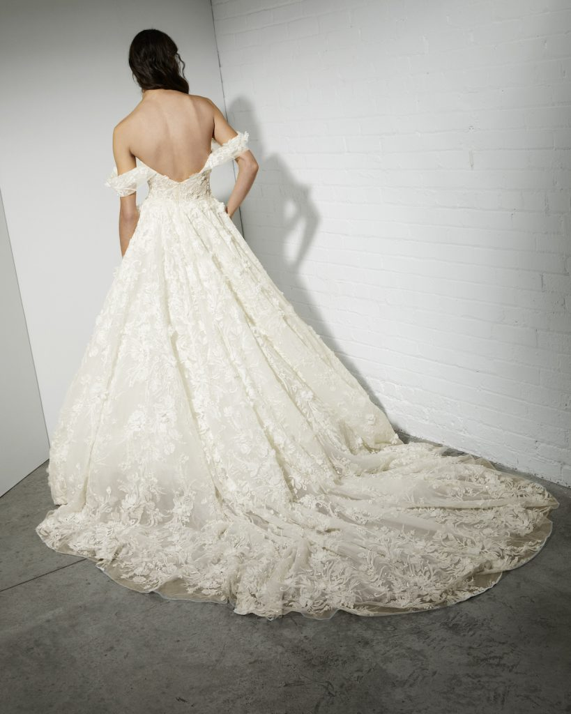 Corset ballgown with 3D floral lace