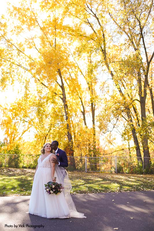 Minnesota couple celebrates fall wedding